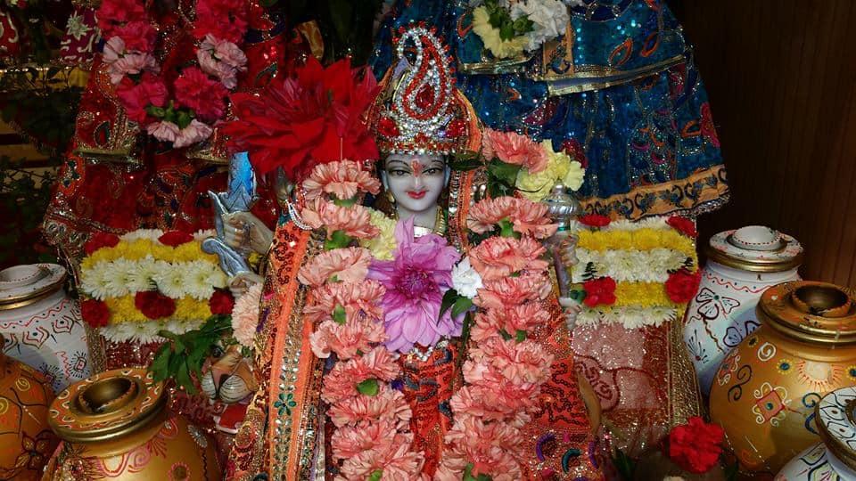 Bhuvaneshwar Mandir Queens 2